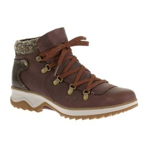 Merrill Eventyr Bluff Waterproof Wine Size 5 Boots